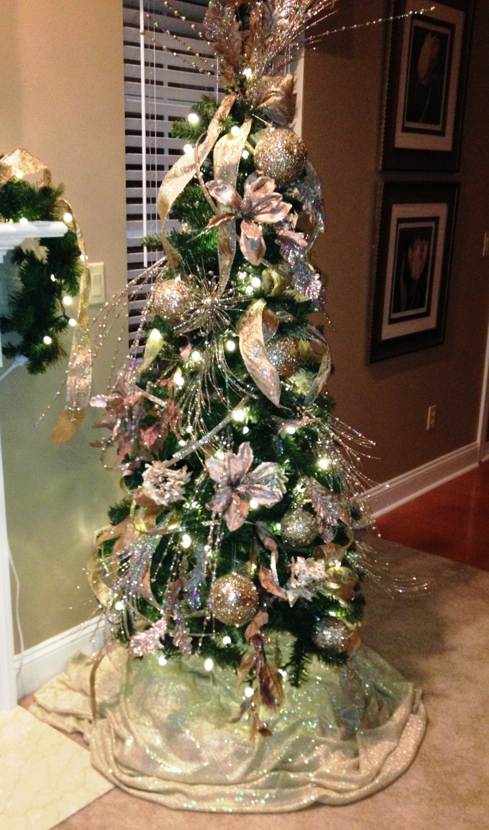 Christmas Tree Decorated Professionally : The most stunning christmas tree ever mom fab fun